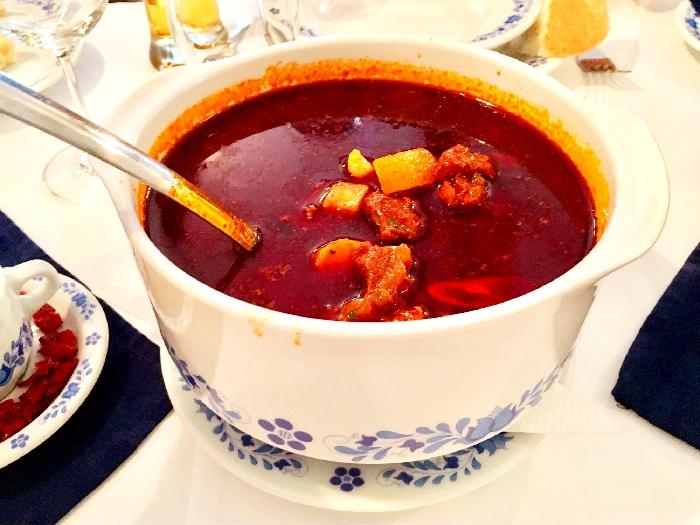 >伝統的なハンガリー料理、グヤーシュ