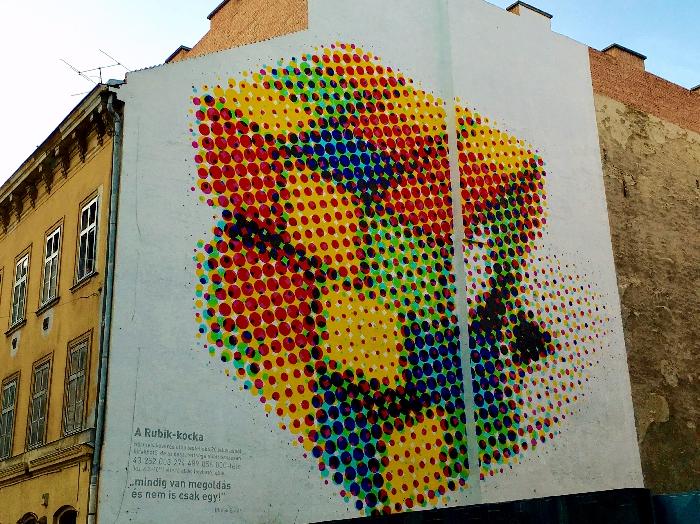 ルービックキユーブの壁画
