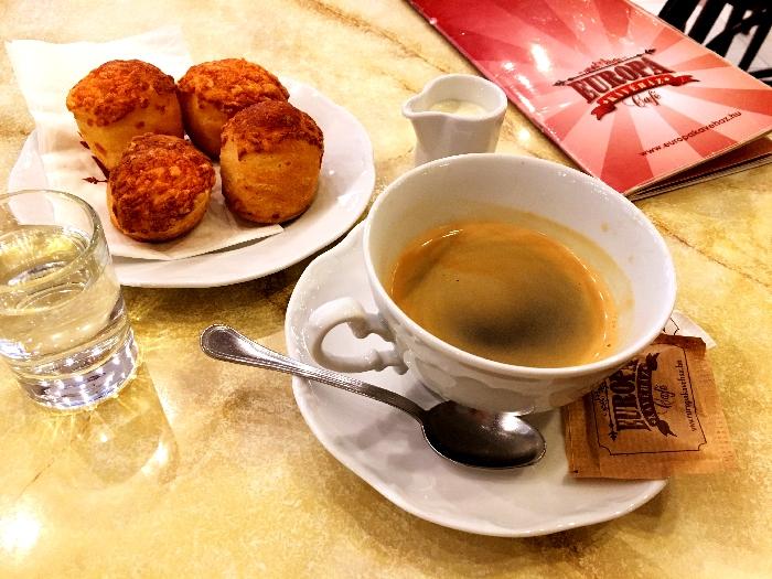 カフェ「EURÓPA KÁVÉHÁZ」のポガーチャ