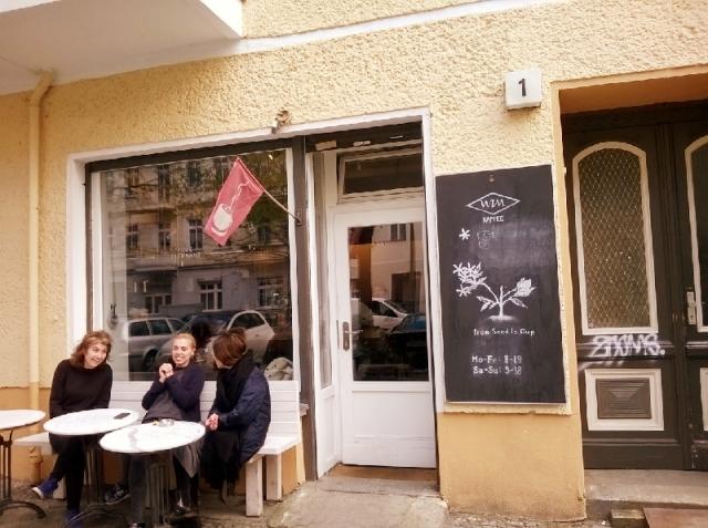 カフェにいるドイツ人