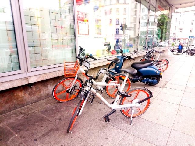 乗り捨てられたシェア自転車