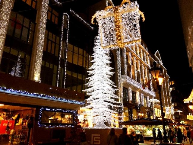 デアーク・フェレンツ通り(Deak Ferenc utca)のクリスマスマーケット