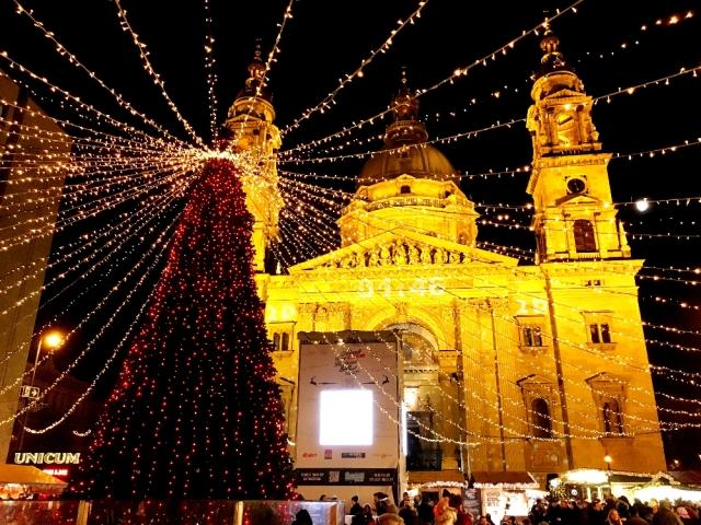 聖イシュトヴァーン大聖堂のクリスマスマーケット