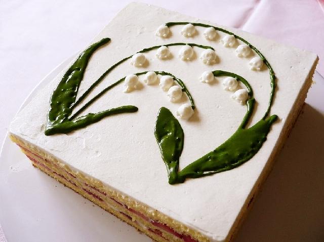 すずらんモチーフのケーキ